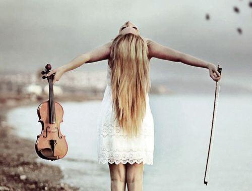 Tyttö ja viulu