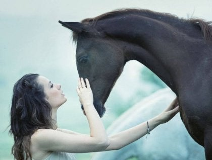 Nainen ja hevonen
