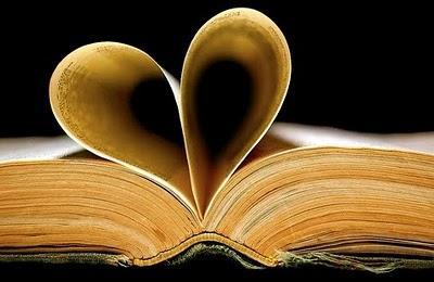 Kirjan sivuista muodostuu sydän