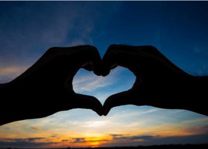 Sydän muodostettu käsin