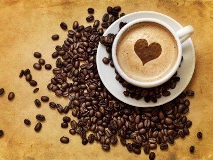 Sydän kahvikupissa