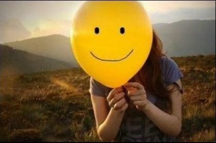Hymynaama ilmapallossa