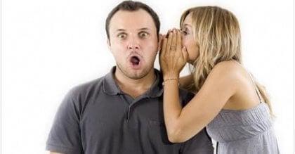 Nainen ja mies juoruilevat