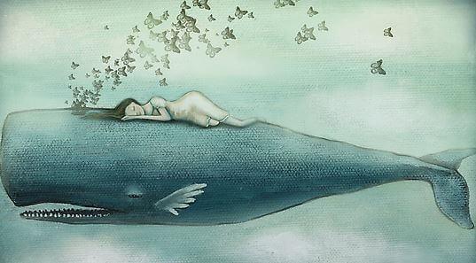 Nainen nukkuu valaan kanssa