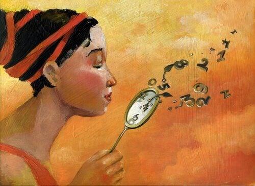 Nainen puhaltaa kellosta numerot