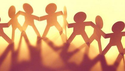 Ihmiset siirtävät tunteitaan toisille