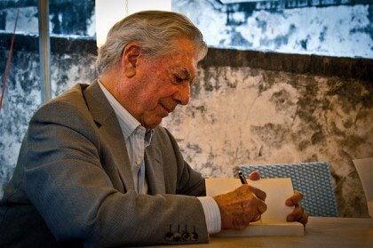 9 Mario Vargas Llosan suosittelemaa lukukokemusta