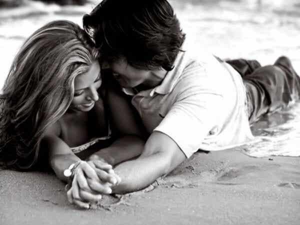 """Sanojen """"minä rakastan sinua"""" eri vaiheet"""