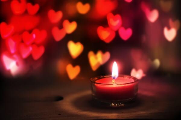 9 tapaa, jotka pitävät rakkauden elossa