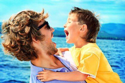 Isä ja pika iloisina