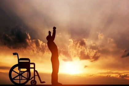 Mies nousi pyörätuolista ja paransi itse itsensä