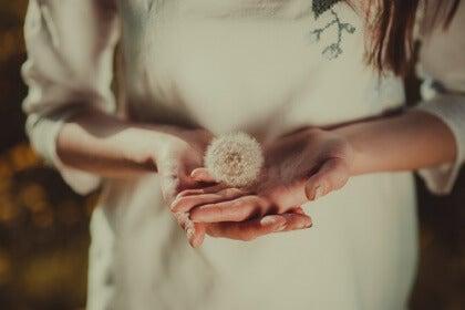 Kukka kämmenellä