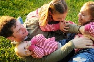 Tilanteen hallinta leiki lasten kanssa