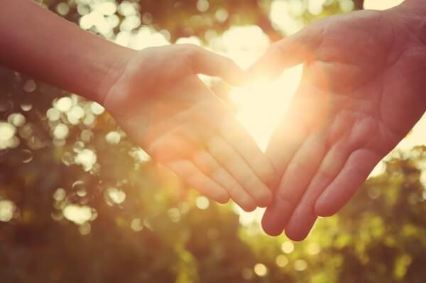 Kiitollisuus ja kädet sydämenä