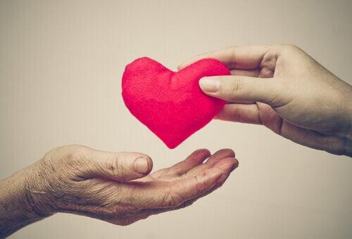 Sydän kädestä toiseen