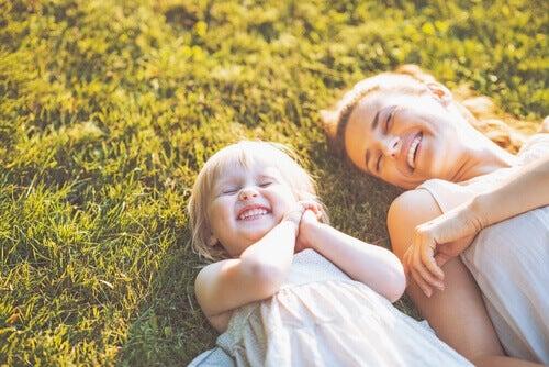 Naisen ja tytön hymy