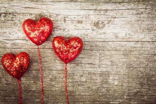 Sternbergin kolmikantainen teoria rakkaudesta