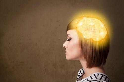 Kuinka aivot rakentavat menneitä tapahtumia uudelleen