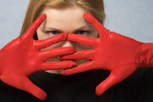 Femme fatale punaiset hanskat