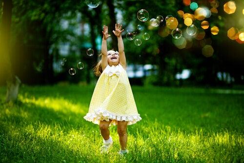 7 tapaa vapauttaa sisäinen lapsesi ja tuntea olosi onnellisemmaksi