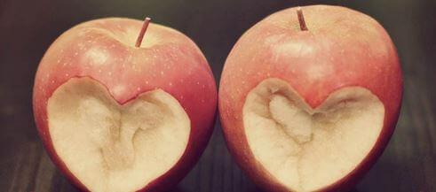 Kaksi haukattua omenaa
