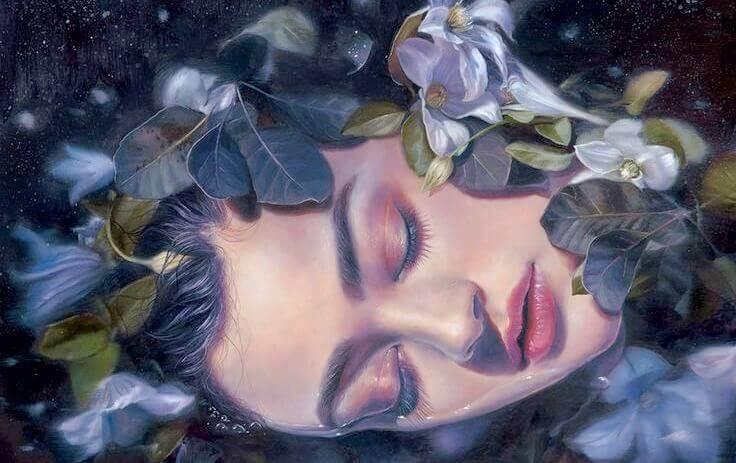 Nainen makaa vedessä