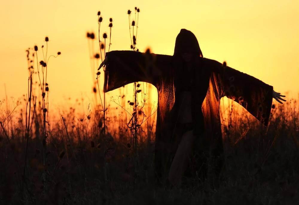 Nainen variksenpelätin