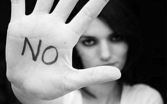 Nainen sanoo ei