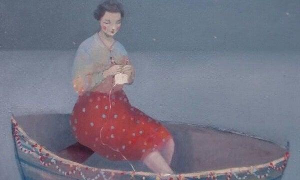 Nainen kutoo veneessä
