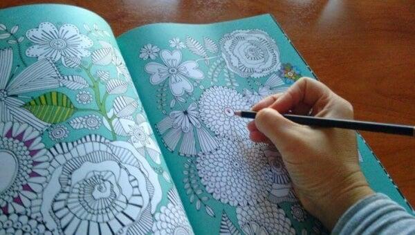 Väritä stressi pois: uusi tapa rentoutua