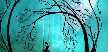 Tyttö keinuu yksin