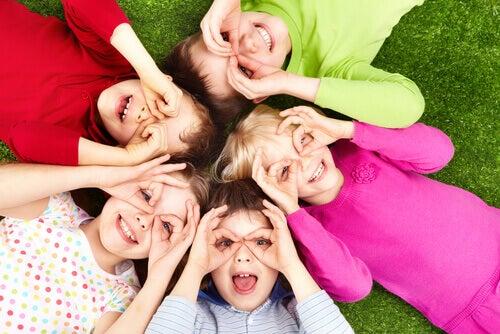 Iloiset lapset