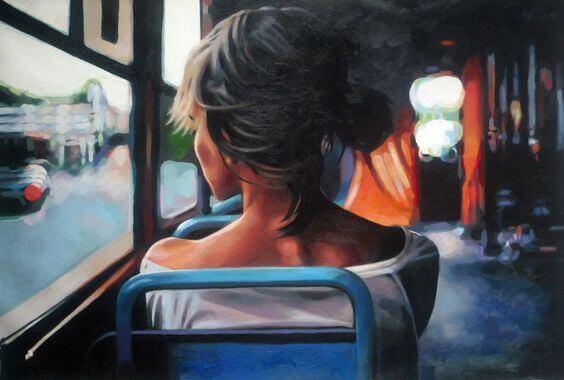 Nainen bussissa päästää irti