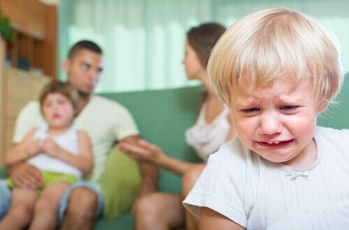 Traumaattinen kokemus lapsi itkee