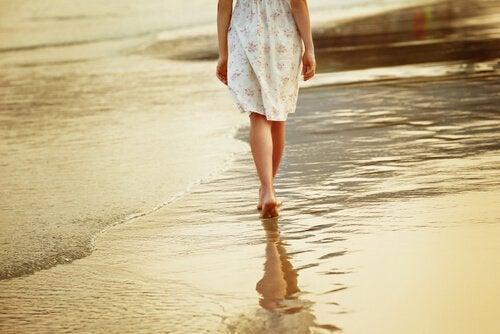 Kävely rannalla