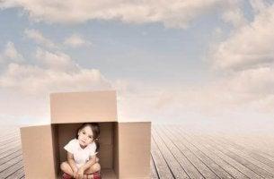 Kuolemanpelko ja tyttö laatikossa
