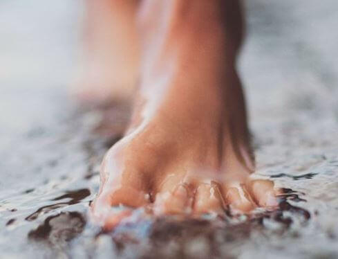 Jalka vedessä