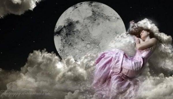 Pilvissä nukkuva nainen