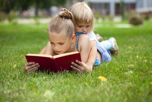 Lapset lukevat