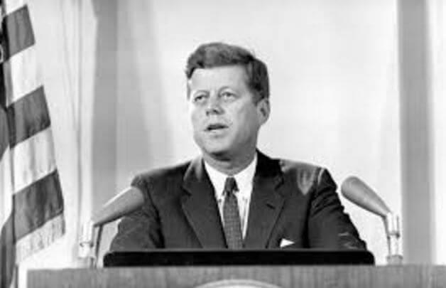 JFK johtaa valtiota
