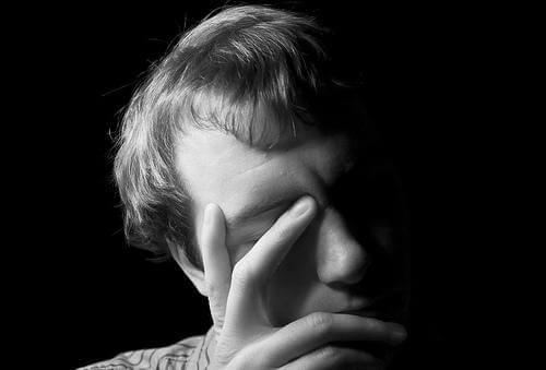 Sairaalloinen mustasukkaisuus: kun mustasukkaisuus yltää vaarallisiin mittoihin