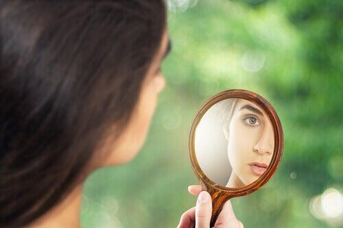 Nainen ja peili