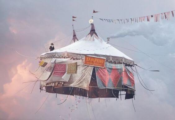 lentävä sirkusteltta