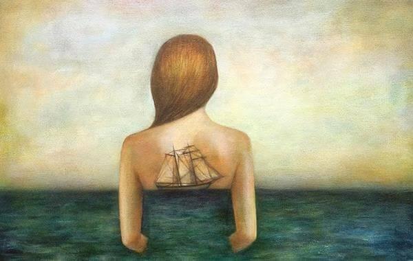nainen meressa