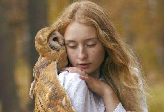 Tyttö ja pöllö