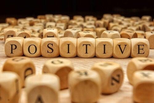 positiivinen kieli