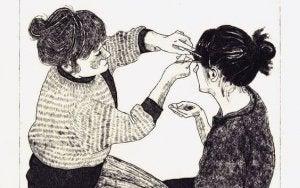 siskokset laittamassa hiuksia