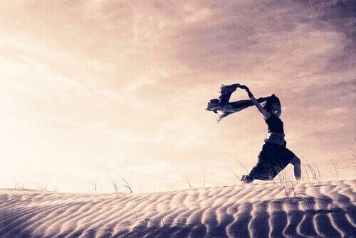 juoksu hiekalla