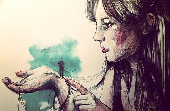 Tyttö pitelee pientä miestä kädessään