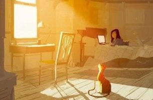 Multitaskaaminen tyttö ja kissa